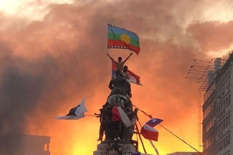 Protestors with flags in Chile